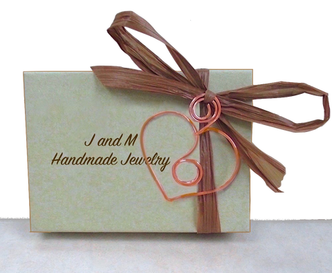 J and M Handmade Jewelry Presentation Box with Bow and Wire Heart