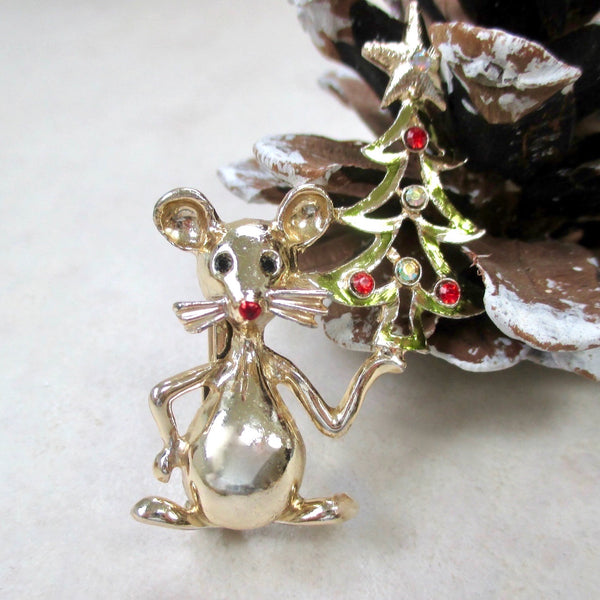Vintage Tancer II Christmas jewelry gold Mouse Brooch with rhinestone studded Christmas Tree. 1970s vintage pin, like new condition, never worn.