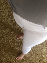 Load image into Gallery viewer, Jegging Capris White