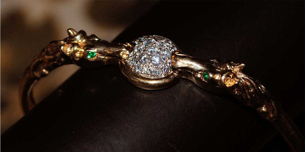 14K Gold Double Horse Head bangle / Pave diamonds in center