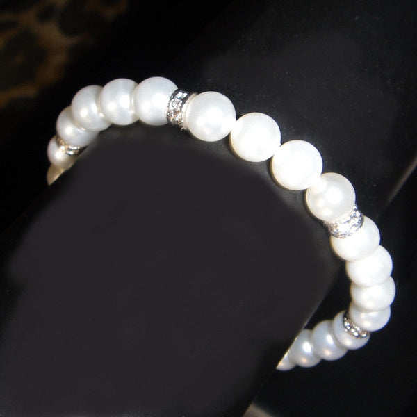 Pearl Bracelet with diamondlike detail