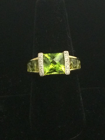 18k Gold Peridot Ring with accent diamonds