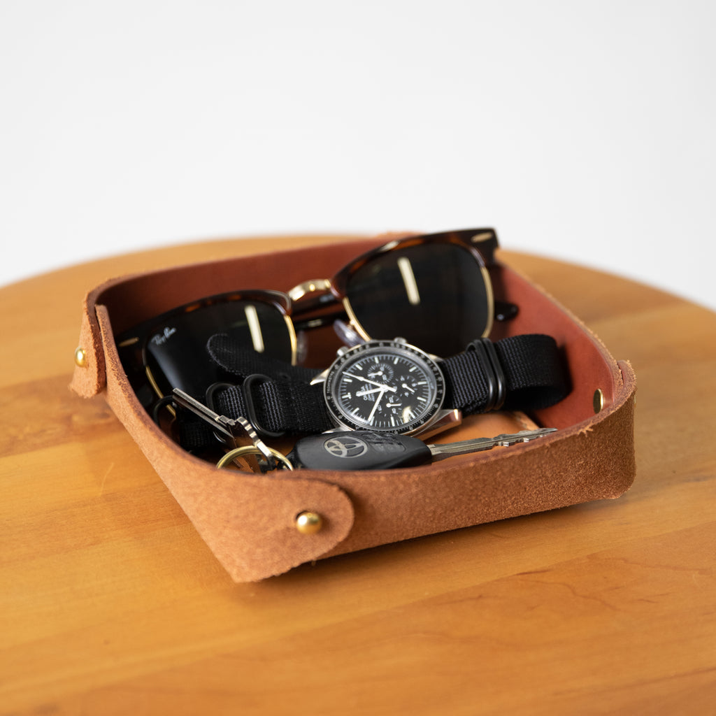 Leather valet tray at KMM & Co. | valentines ideas for him