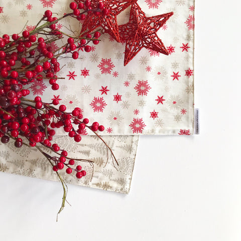 Christmas Table Runner in Cream with Beige Trees and Red Snowflakes