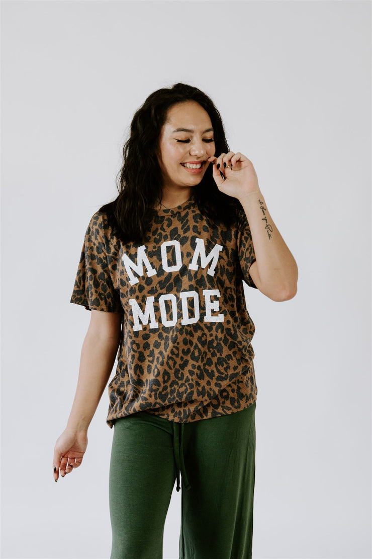 LEOPARD MOM MODE GRAPHIC TEE