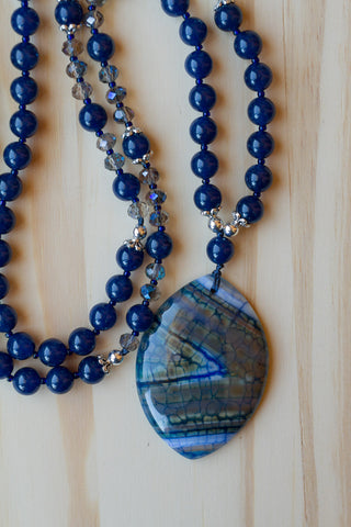 "28"" Dragon Vein Agate Pendant Necklace with Sapphire Blue Quartz & Crystal Beads"