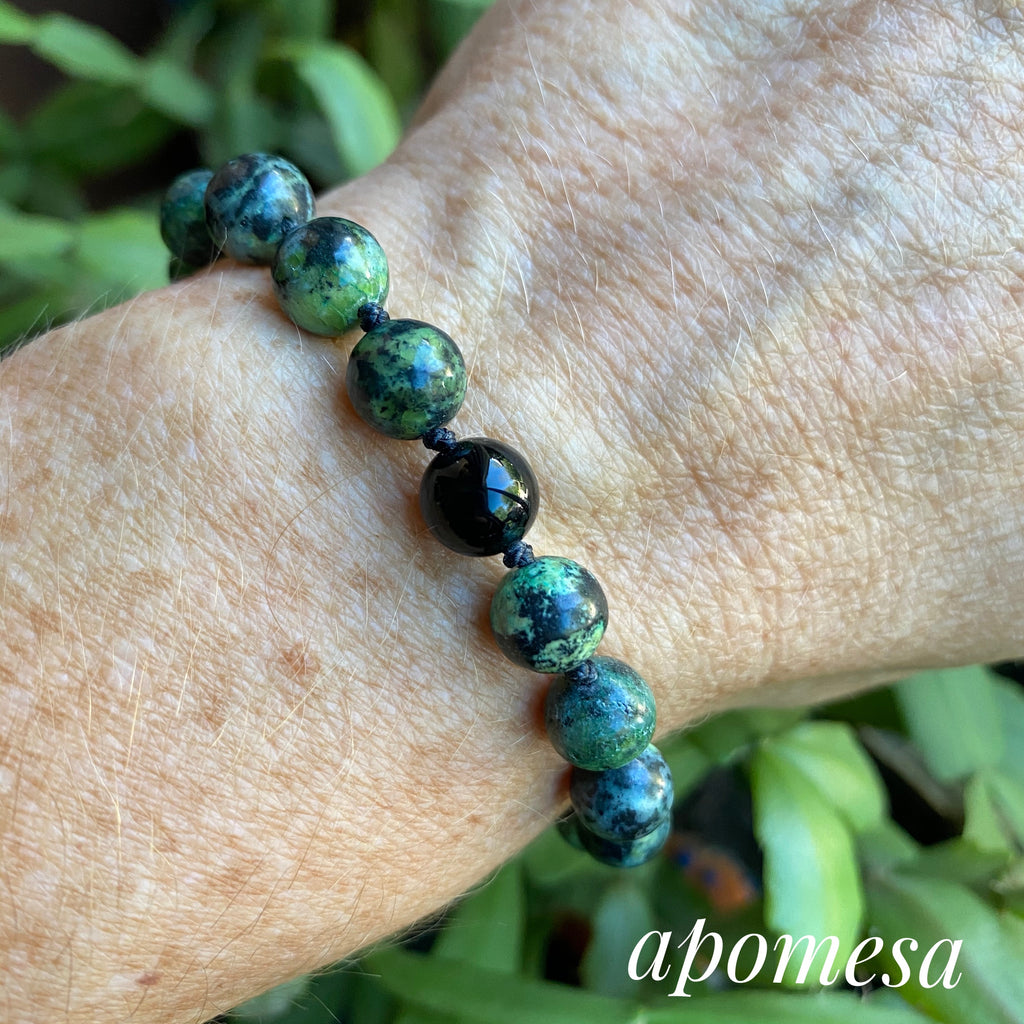 Chrysoprase and Onyx on black Nylon thread 171