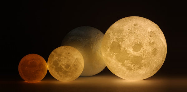 3 Reasons Why You Need This Enthralling Moon Lamp