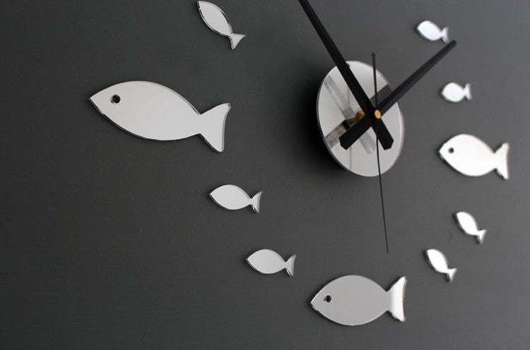 Small Fish Decoration Wall Clock