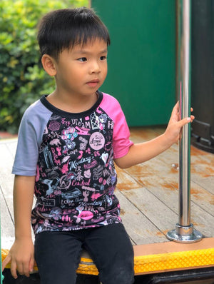 KIDS' RAGLAN TEE-HONG KONG PATTERN (Black)