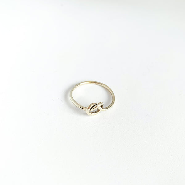 9ct White Gold Knots of Love Ring