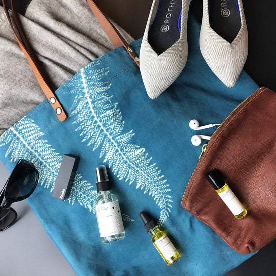 9 Beautiful Travel Essentials for the Holidays