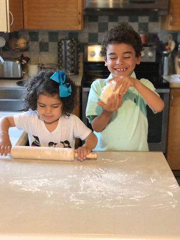 kids cooking pizza