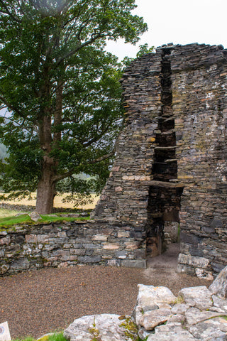 inner-walls-broch-courtyard-scotland-clan
