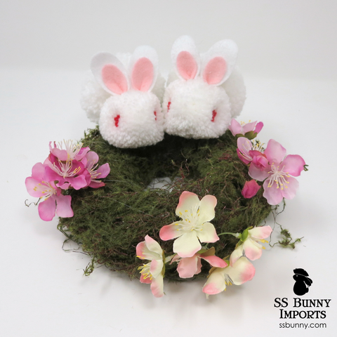 Red-eyed white pom pom bunny wreath - 8""