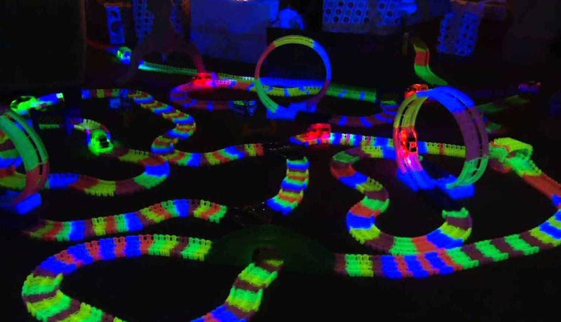Snap N' Glow in The Dark Car Race Track (600 pcs)