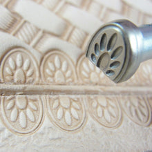 Smooth Paw Print Border