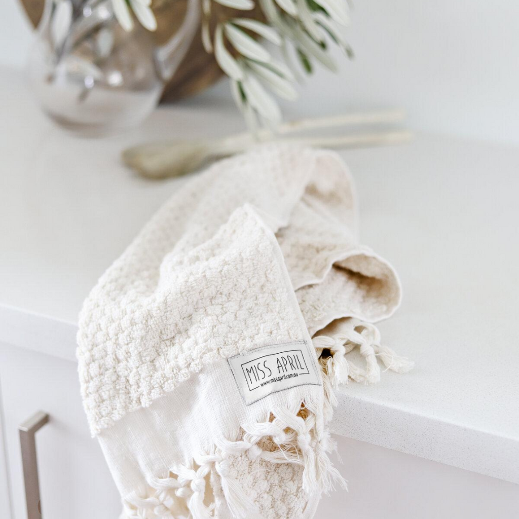 POMPOM HAND TOWEL - NATURAL