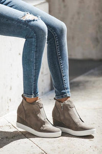 Zoey Sneakers (Taupe)