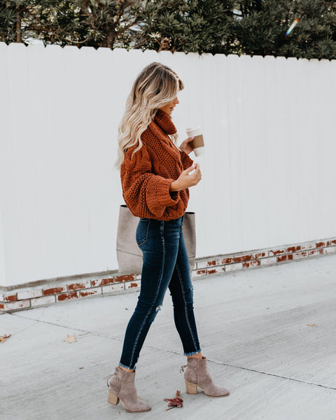 Classic & Cozy Turtleneck Sweater (Rust)