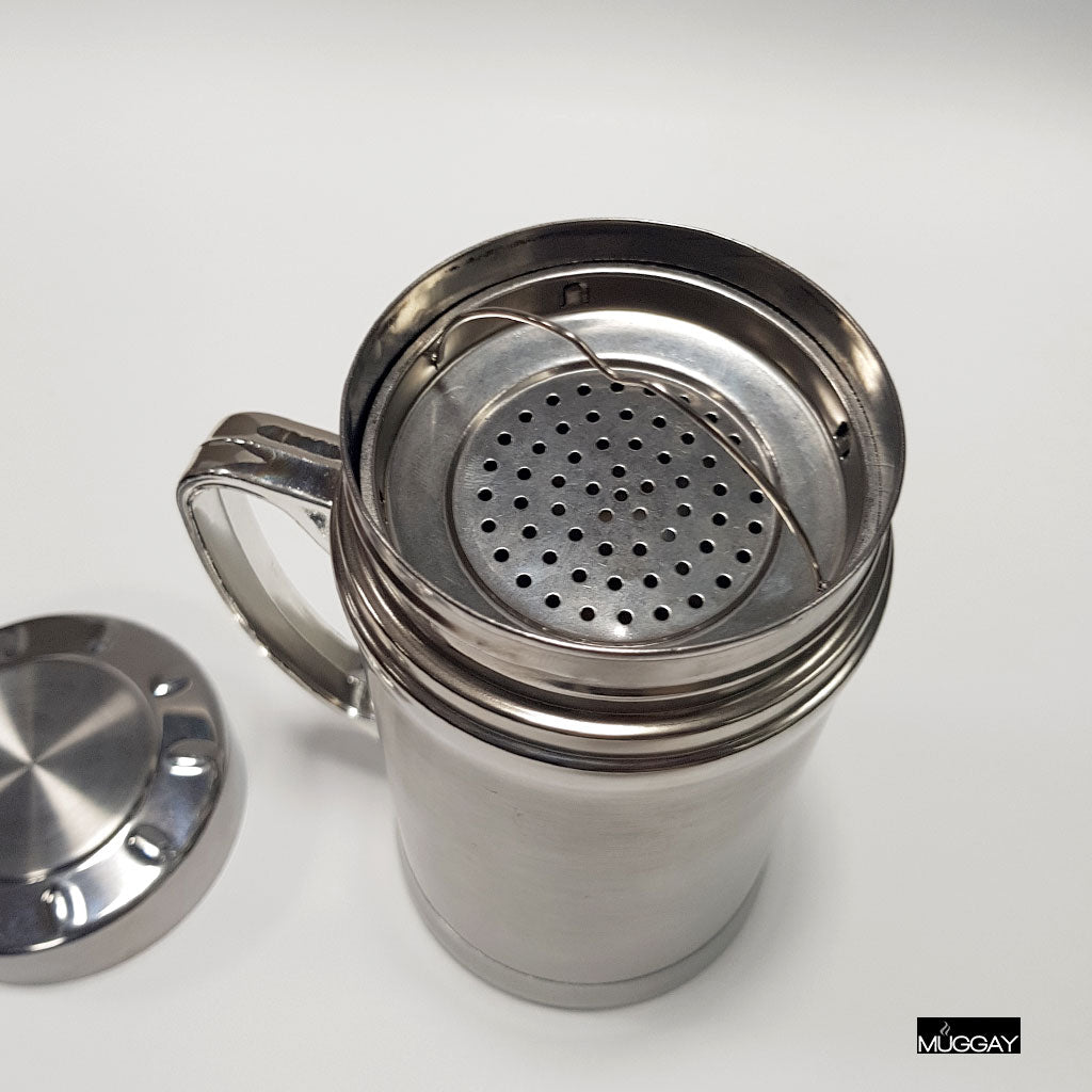 Steel travel mug with screw lid