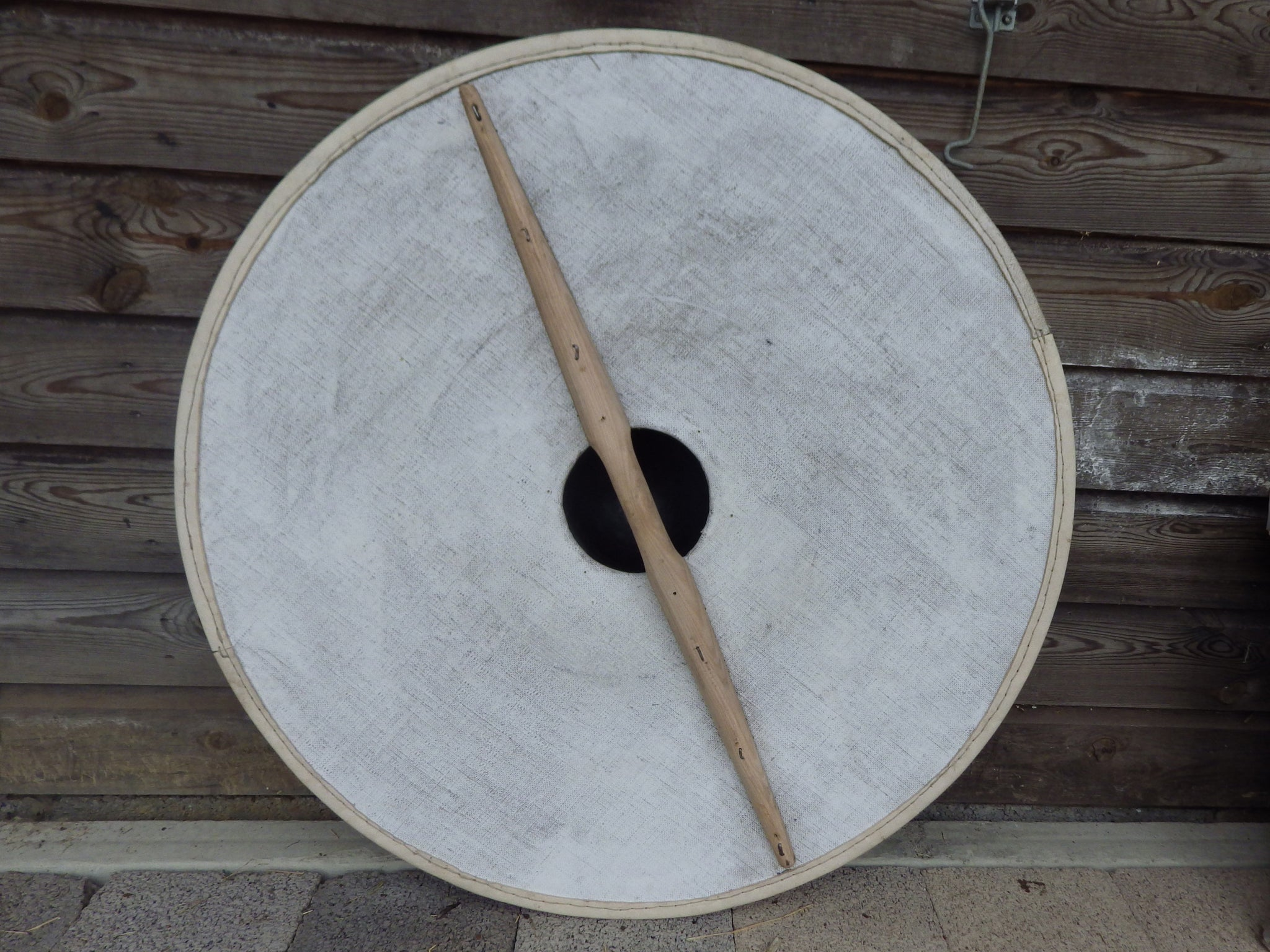 how to make a saxon shield out of cardboard