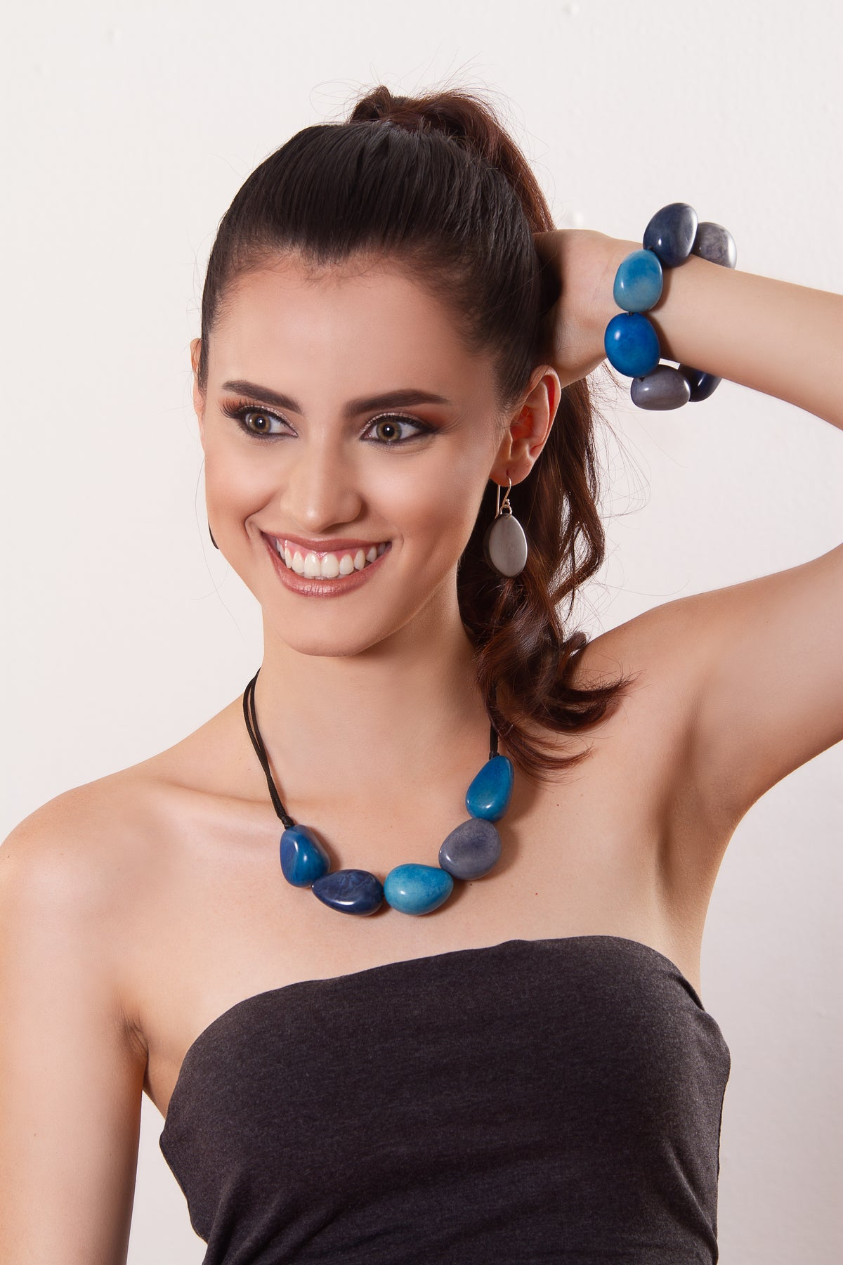 Tagua necklace - Blue tones