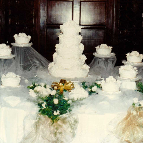 Cake table arrangement
