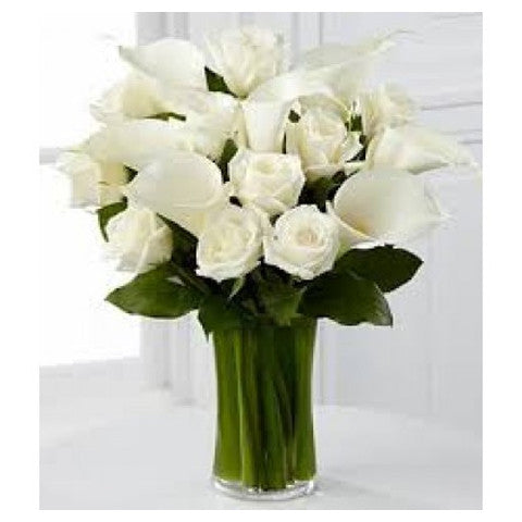 Vase of white roses with calla lily