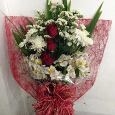 Mixed white spring with three red roses