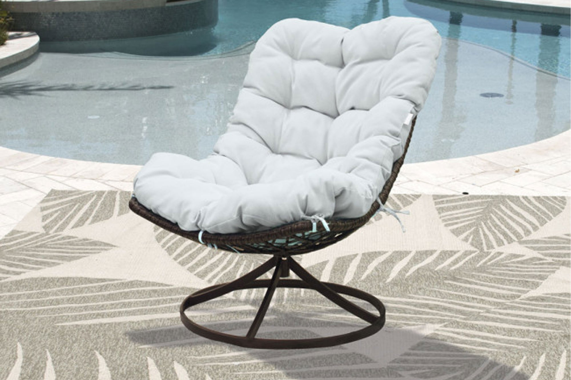 Panama Jack Outdoor Swivel Chair w/off-white cushion