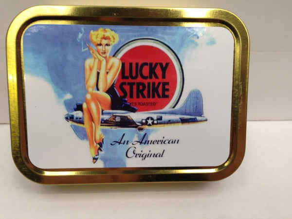 lucky-strike-sexy-pinup-sat-on-us-bomber-ww2-wwii-cigarettes-gold-sealed-lid-2oz-tobacco-storage-tin