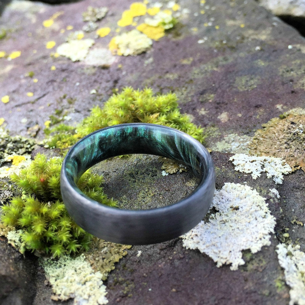 CARBON FIBER WEDDING RING WITH A GREEN/BLACK/SILVER RESIN MIX INTERIOR