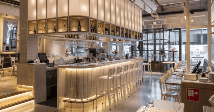 Seafood Bar Utrecht r.v.s. en messingwerk