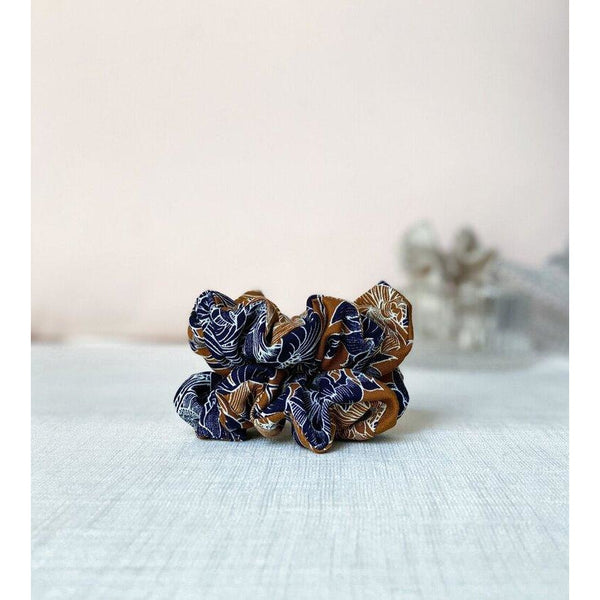 "Scrunchie ""Tan and navy"""