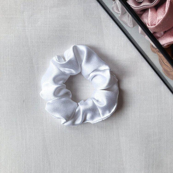 "Scrunchie ""White satin"""