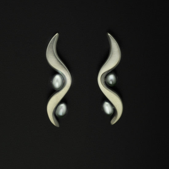 Luna white pearl earrings LE20-WP