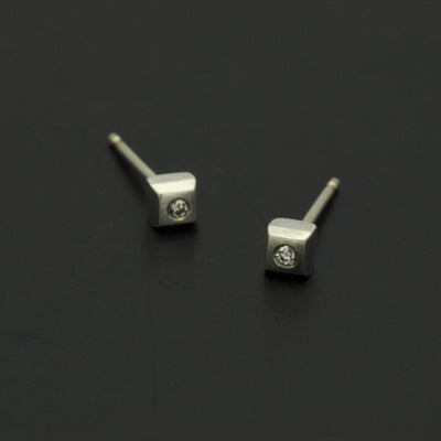 Idun square stud brilliant cut diamond earrings IE22DS