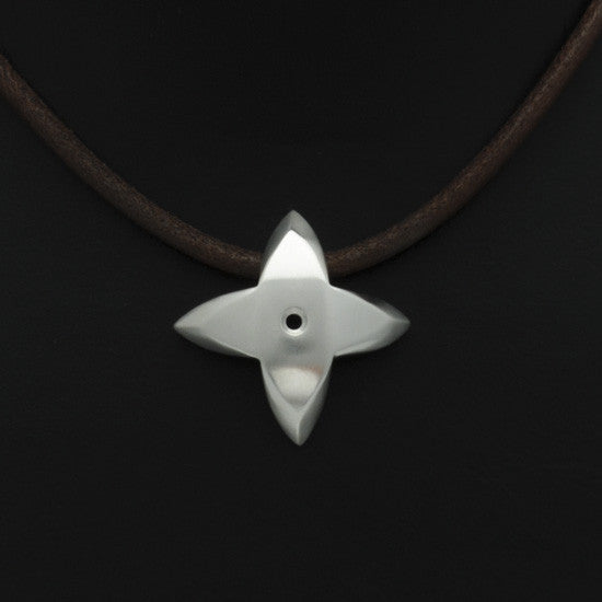 Aniara star flower pendant on leather SFP49P-le