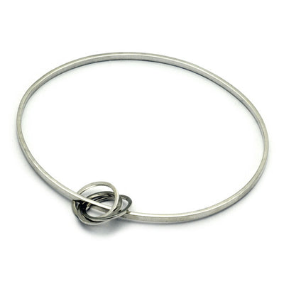 UB59 United interlinked circles oval bangle