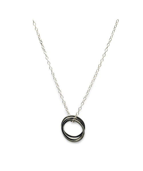 fine trace chain interlocking circles pendant Annika Rutlin