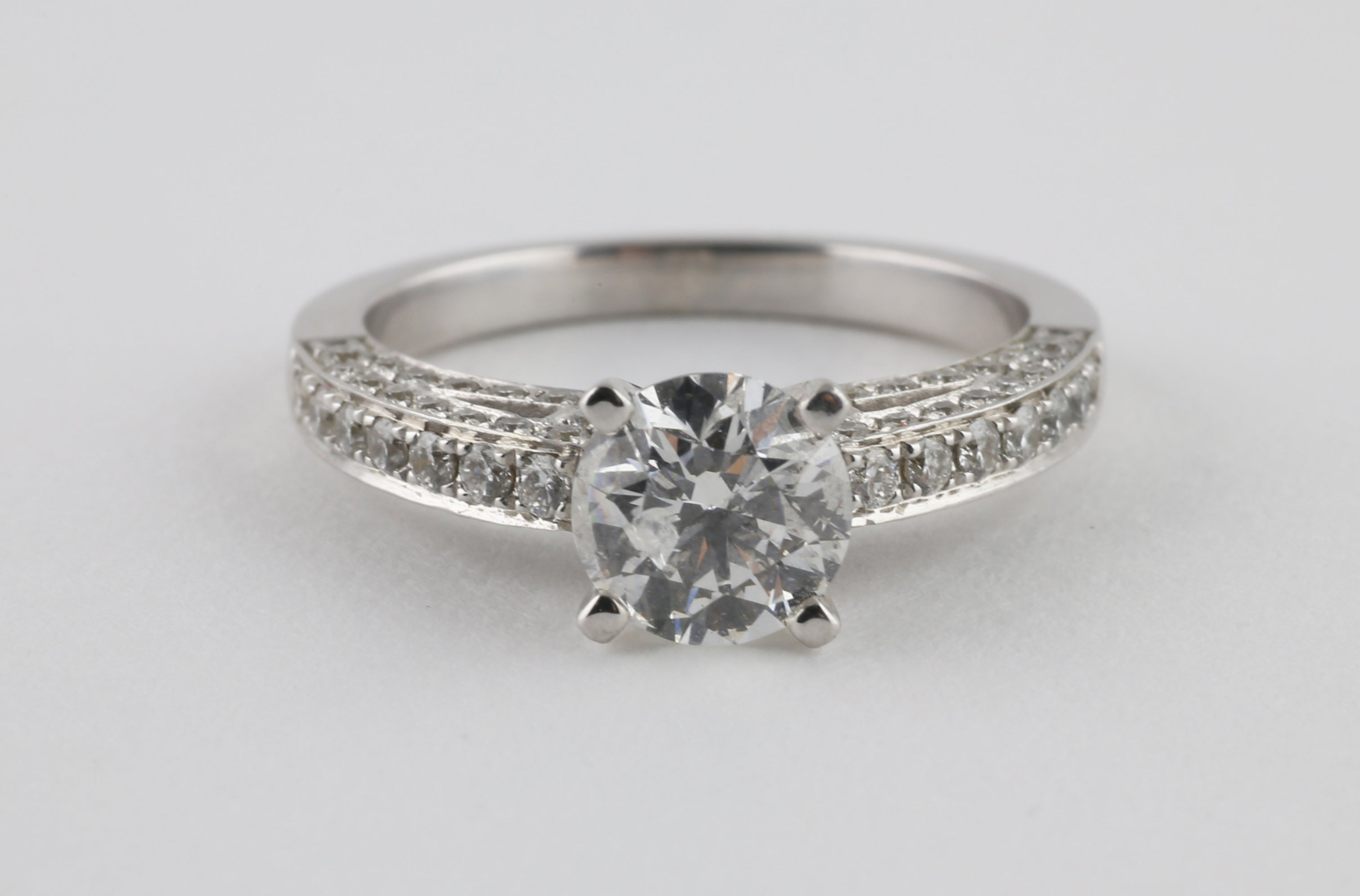 Diamond Band Classic Solitaire