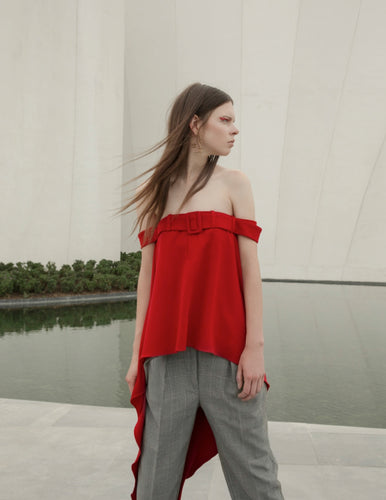 APPAREL/ Asymmetric Red Top