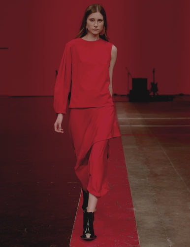 STRAIGHT FROM THE RUNWAY/Elegant one-sleeve red blouse