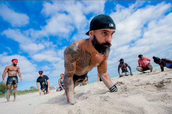 Nelson Leon planks in the beach wod miami