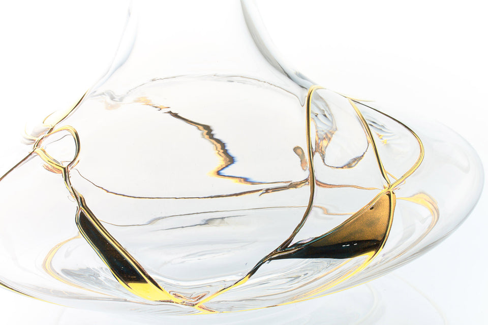 """GOLD LINE"" 61oz Wine Decanter"
