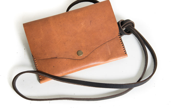 Trekker Crossbody Purse - Cognac