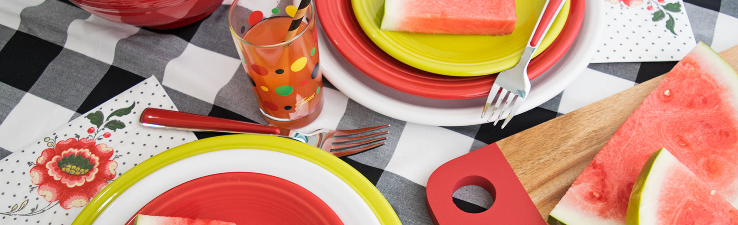 Checker place setting with multi color plates