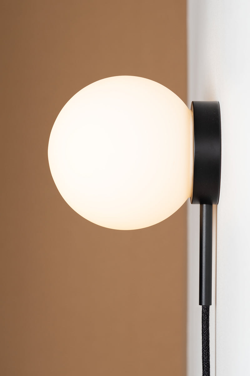 Hiline Sconce