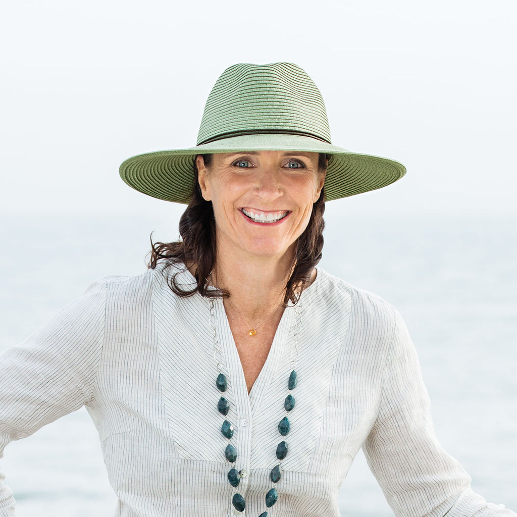 Golf Fashion Weekly interviews Stephanie Carter, Owner of Wallaroo Hat Company.